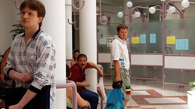 Na vydání pasů se v Chebu stojí fronty