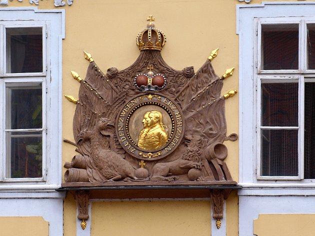 DETAIL 1. Pro 'zahřívací'  kolo jsme nachystali jeden z nejvýraznějších detailů chebských domů. Mohlo to být snadnější?