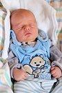 FRANTIŠEK ČECH se narodil v úterý 29. března v 22.42 hodin. Při narození vážil 2 830 gramů a měřil 46 centimetrů. Z malého Fanouška se raduje doma ve Františkových Lázních sestřička Nikolka spolu s maminkou Blankou a tatínkem Františkem.