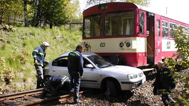 Před několika lety došlo k tragické dopravní nehodě na železničním přejezdu u Hazlova na Chebsku