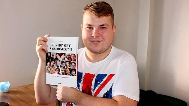 Janu Bedřichovi je teprve čtyřiadvacet let, ale už má za sebou mimo jiné i vydání knihy svých rozhovorů.
