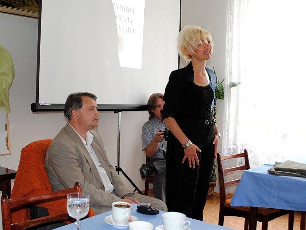MÍSTOSTAROSTA Chebu Michal Pospíšil přijal pozvání Pečovatelské služby Cheb a usedl do Křesla pro hosta.