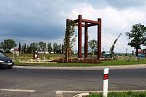 Nově upravené kruhové křižovatky a zelené pásy na příjezdech do Chebu