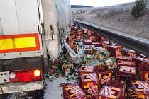 Nehoda kamionu převářejícího pivo u Velké Hleďsebe.