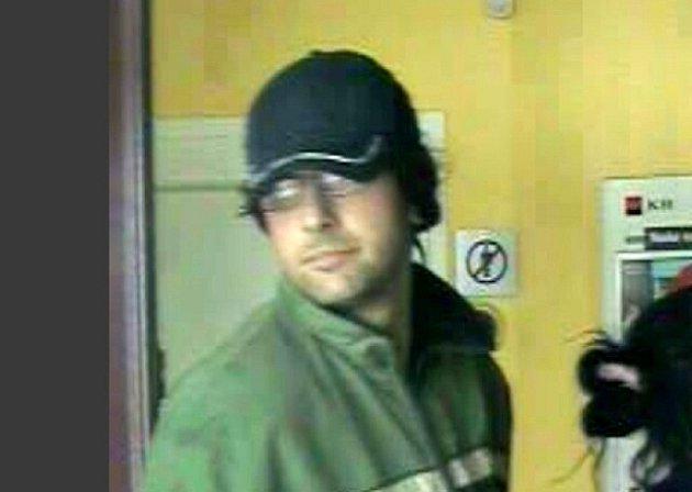 Policie stále pátrá po pachateli loupežného přepadení, ke kterému došlo v jedné z ašských bank.