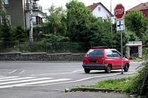 Značku Stop řada řidičů ignoruje. Hrozí jim přitom blokové pokuty