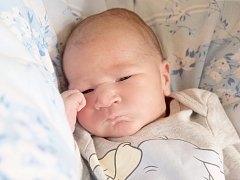 DAVID KLIMAN přišel na svět v pátek 4. října v 7.02 hodin. Při narození vážil 3 420 gramů a měřil 52 centimetrů. Z malého Davídka se těší doma v Aši maminka Jana spolu s tatínkem Ľubošem.
