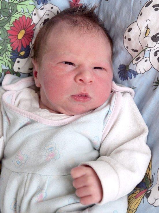 JAN BÍLÝ se narodil v úterý 18. prosince ve 20.25 hodin. Na svět přišel s váhou 3 910 gramů a mírou 52 centimetrů. Doma v Hranicích se z malého Jeníčka těší sourozenci Kristýna, Miloš a Tomáš, maminka Blanka a tatínek Miloš.