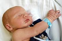 MARTIN LEKEŠ bude mít v rodném listě datum narození sobotu 19. června ve 21.40 hodin. Na svět přišel s váhou 3740 gramů a mírou 52 centimetrů. Bráška Míša, maminka Lucie a tatínek Roman se radují z malého Martínka doma v Plesné.