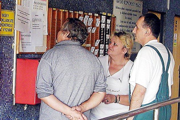 Zaměstnanci chebského masokombinátu s napětím sledují informace o konkurzu, vyhlášeném na jejich zaměstnavatele