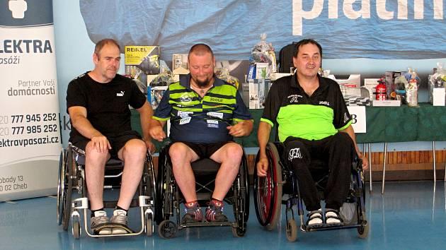 Vítězem letošního Cheb Open se stal bronzový paralympionik Jiří Suchánek (uprostřed).