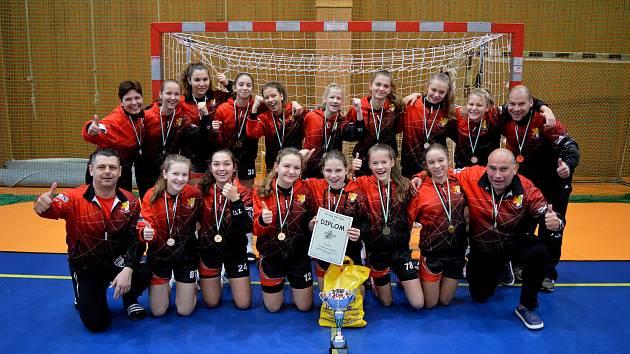 Házenkářky kynžvartského Sokola dosáhly v Hájích na třídenním kvalitně obsazeném turnaji na zlaté medaile.