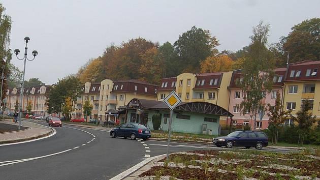 BLOK DOMŮ v ašské Hlavní ulici, jichž se dlouholetý spor týká, už přišel město Aš na pěknou sumu peněz.