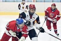 V Chebu se na zimním stadionu utkala hokejová reprezentace České republiky děvčat do patnácti let s týmem Německa