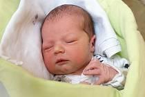 JÁCHYM HRYZÁK si poprvé prohlédl svět ve středu 30. dubna v 12.42 hodin. Při narození vážil 3 600 gramů a měřil 51 centimetrů. Maminka Zuzana a tatínek Karel těší z malého Jáchymka doma v Chebu.