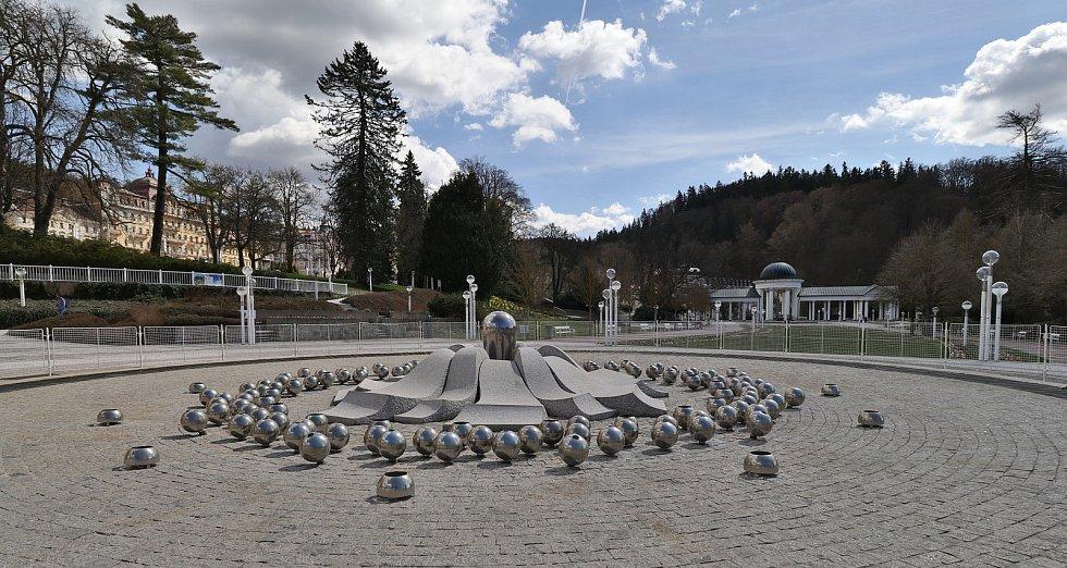 Lázeňská místa v Mariánských Lázních, Konstantinových Lázních a nádvoří tepelského kláštera zela na Veliký pátek prázdnotou.