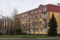 Panelový dům v chebské Kamenné ulici není v dobrém stavu. Zastupitelstvo bude rozhodovat o jeho demolici