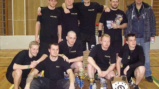 Už druhý ročník florbalového turnaje 'O pohár nezávislého odborového svazu Policie České republiky Mariánské Lázně' se uskutečnil v Mariánských Lázních.
