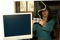 OD ZÁŘÍ 2006 se i na chebském městském úřadě začaly vydávat  pasy  s nosičem dat s biometrickými údaji. Mezi ty patří údaje o zobrazení obličeje a od 1. dubna přibude také údaj o otiscích prstů.