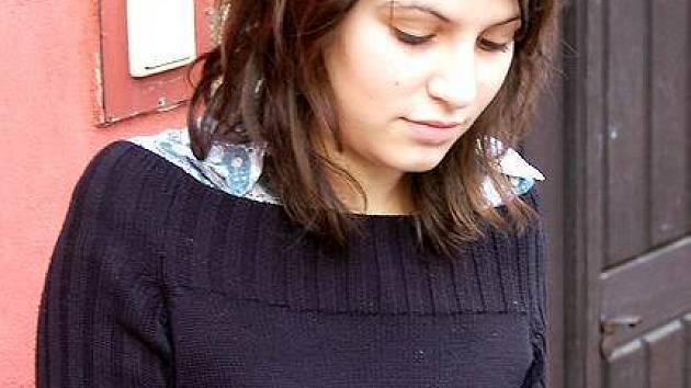 Jednou z postav nových dílů seriálu Hop nebo trop je chebská studentka Adéla Wernerová