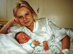 JAKUB WOLF se narodil v sobotu 13. prosince ve 12.10 hodin. Při narození vážil 4020 gramů a měřil 52 centimetrů. V Aši se na návrat maminky Hany a malého Kubíka těší třináctiletá Andrea, šestiletý Pavel a tatínek Pavel.