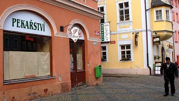 Pekařská prodejna v horní části chebského náměstí Krále Jiřího z Poděbrad zanedlouho zase ožije