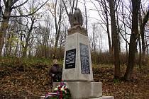 ZNOVUODHALENÍ. Pomník obětem 1. světové války, španělské chřipky a pohřešovaným znovu odhalili přesně v Den válečných veteránů v Opatově u Lubů.