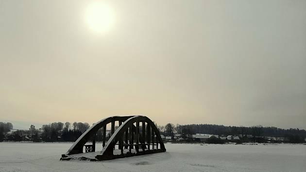 Zatopený most ve Všeboři.