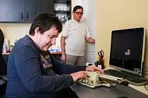 Tomáš Vrchlavský vystudoval na vysoké škole historii. A jak říká, Braillovo písmo mu v tom rozhodně pomohlo.