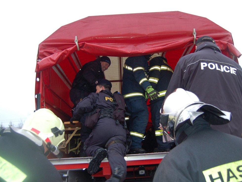 TAKTICKÉ CVIČENÍ Vánice 2016, kdy hasiči a policisté pátrali po pohřešovaných osobách, se uskutečnilo v Pramenech a kladských lesích.