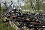 Trosky haly v Chebu Hradisku zničené nočním požárem