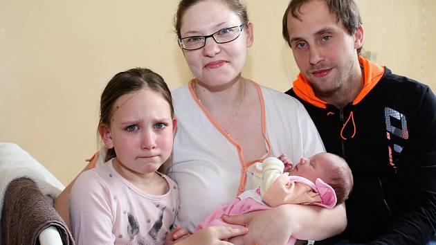 SIMONA KUKAČKOVÁ se poprvé rozkřičela ve středu 12. dubna v 23.55 hodin. Na svět přišla s váhou 3 070 gramů. Doma v Chebu se z malé Simonky raduje sestřička Lucinka spolu s maminkou Veronikou a tatínkem Martinem.
