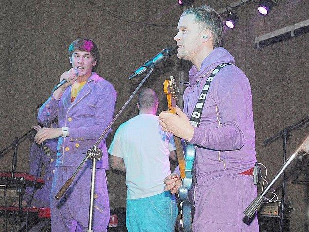 NIGHTWORK se v ašském Klubíčku na pódiu objevili v teplákách.