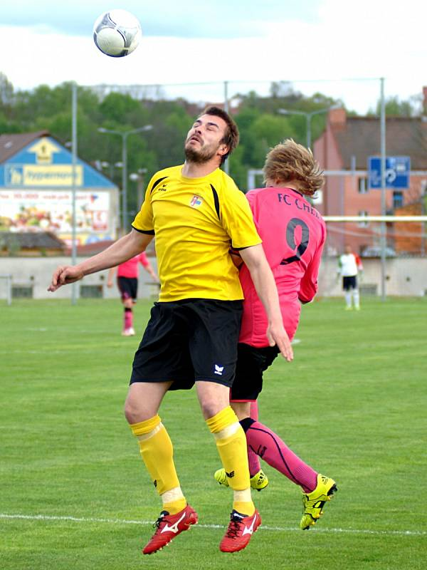 Celek FC Cheb (v růžovém) doma jasně přehrál mužstvo Lomnice 4:1.