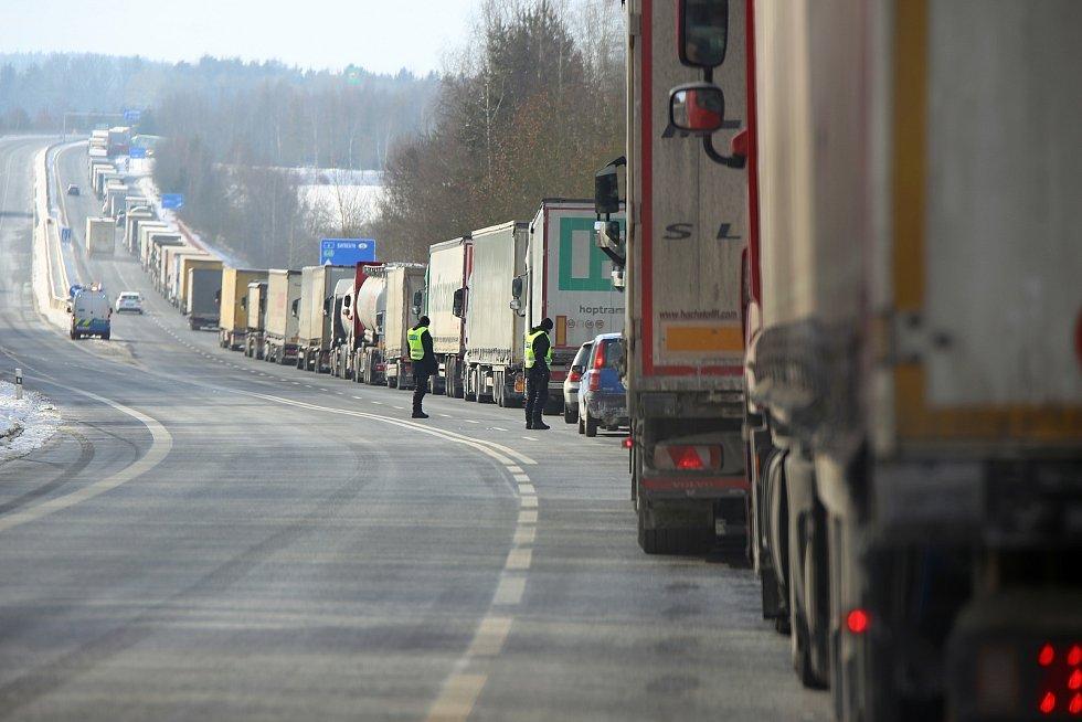 Pondělní situace na hraničním přechodu Pomezí nad Ohří.