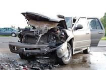 Dopravní nehoda tří vozidel, která se stala v úterý 12. května na silnici č. I/64 u odbočky na obec Poustka