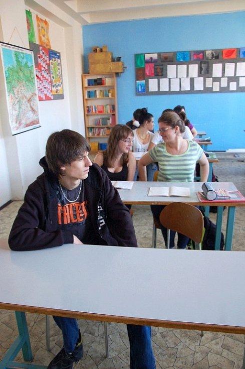 Ojedinělou příležitost zahrát si v novém českém seriálu s pracovním názvem Stopy života dostali studenti Gymnázia a střední odborné školy Aš.