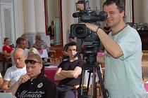 VEŘEJNÁ JEDNÁNÍ FRANTIŠKOLÁZEŇSKÝCH ZASTUPITELŮ bývají častokráte lákavá i pro nejrůznější média.