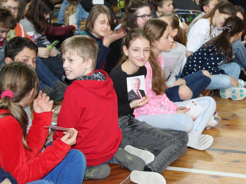 Miloš Zeman dorazil mezi studenty Gymnázia a obchodní akademie Mariánské Lázně