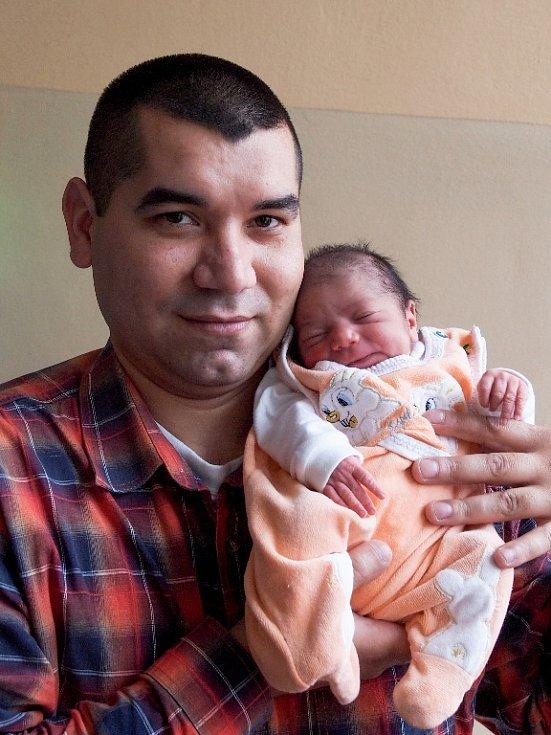 JANA ORAČKOVÁ přišla na svět ve středu 14. ledna v 19.40 hodin. Při narození vážila 2 370 gramů a měřila 46 centimetrů. Z malé Janičky se radují doma v Milíkově sestřičky Nikola s Izabelou, maminka Lucie a tatínek Martin.