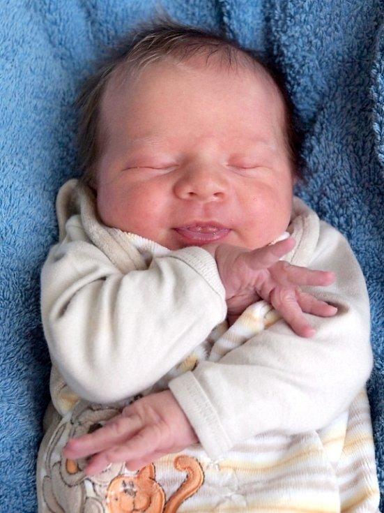 KRYŠTOF DUKA bude mít v rodném listě datum narození úterý 18. prosince v 10.30 hodin. Vážil 3 490 gramů a měřil 49 centimetrů. Z malého Kryštůfka se raduje doma Chebu bráška Daneček, maminka Květa spolu s tatínkem Josefem.