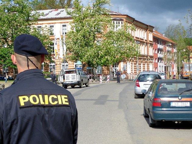 V pondělí 12. května dopoledne dostali policisté hlášení, že je na Integrované střední škole v Chebu bomba.