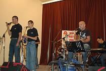 Festival handikapovaných umělců Souznění 2009 rozezvučel sál čtvrté základní školy v Chebu.