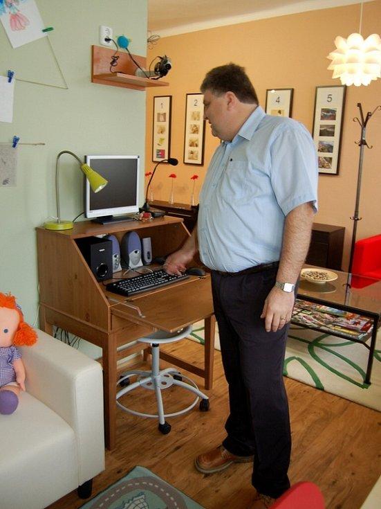 Speciální výslechová místnost chebským policistů disponuje také zvláštním koutkem pro děti