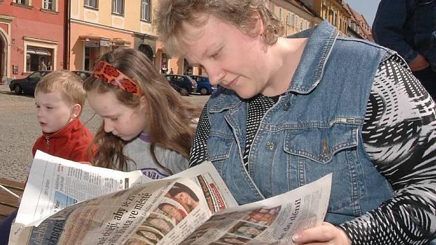 Páteční odpoledne prožila s Deníkem na náměstí Krále Jiřího v Chebu také Iva Holatová i se svými dvěma dětmi.