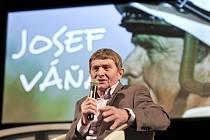 Oslavy Dne sportu začaly. Besedoval Josef Váňa a tréninky prezentoval Verner Lička