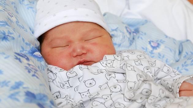 MANDUUL BOLORBOLD přišel na svět v úterý 27. června v 7.08 hodin. Při narouení vážil 3 990 gramů. Z malého brášky se těší doma v Chebu sourozenci Namuun a Chinkuun, maminka Oyunchimeg a tatínek Bolorbold.
