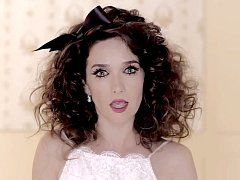 Natalia Oreiro v novém videoklipu Todos me miran.