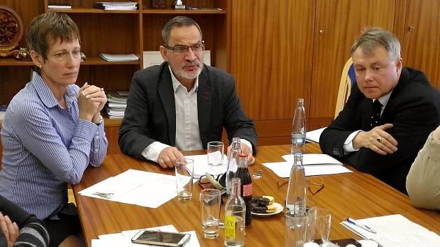 Současné vedení města Chebu je ve složení Eva Horná, Zdeněk Hrkal a Michal Pospíšil.