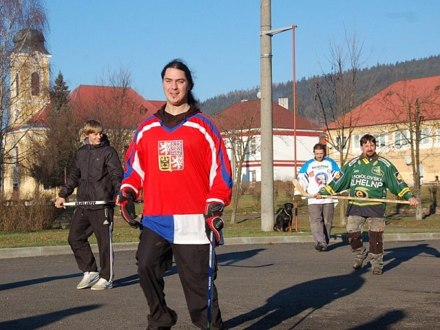 Milíkovští hokejisté přivítali nový rok tradičním utkáním.